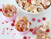 easy-valentines-snack-mix