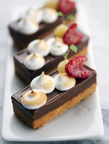 Italian Meringue with Milk Chocolate Cream - Healthy Sweet Snacks