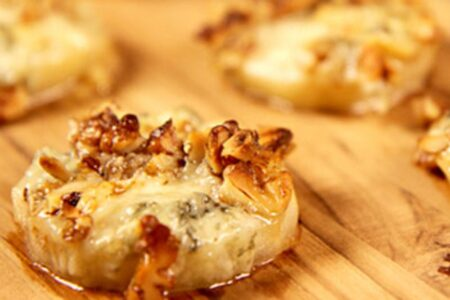 Healthy Baked Pear With Walnut and Gorgonzola - Easy Appetizers